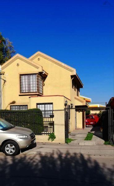 Hermosa casa de 2 pisos, Villa Nuevo Mundo, Maipú