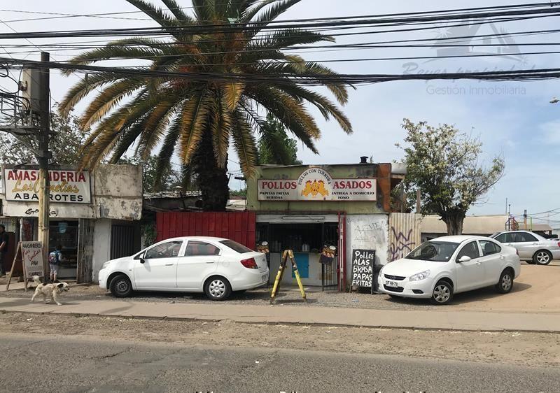 Propiedad de 300mts2 con 2 locales comerciales, Quilicura.